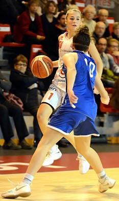 Margot LEGAT a donné bien du fil à retordre à la défense lattoise : 18 points sortie du banc !