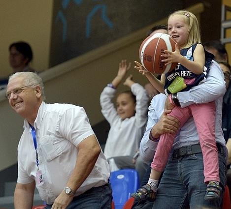 Eric KOECHLIN, tout sourire ici lors de l'Open LFB 2013. A droite sa petite fille (photo C. AUBERT)