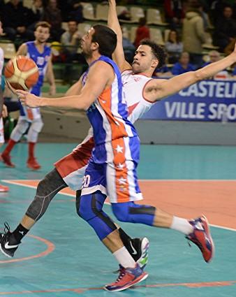Clément LEOTARD échappe ici à la défense de Castelnau. Avec 20 points, il porte son équipe de la Mosson vers la victoire