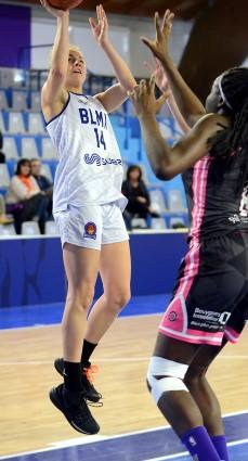 Loubna BELABBAS ici face à Jade ONDINEME : en mode MVP ce dimanche !
