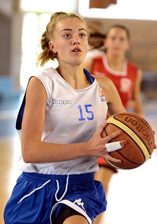Amandine AMORICH en action avec son ballon : tout le monde attend avec impatience que cela redevienne réalité