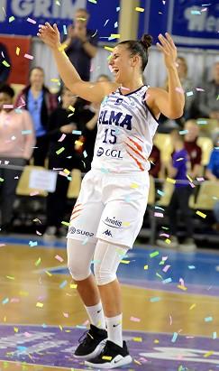 Ana DABOVIC peut danser sous les cotillons célébrant l'anniversaire de Thibaut PETIT : elle n'a pas été pour rien dans l'excellente prestation du BLMA ce soir