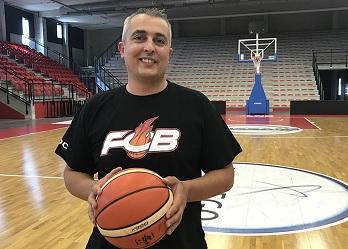 Pierre DAVENEL, ici lors de son arrivée aux Flammes Carolo (photo : flammesbasketcarolo.net)